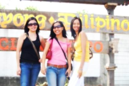 nayong-pilipino-ladies.jpg